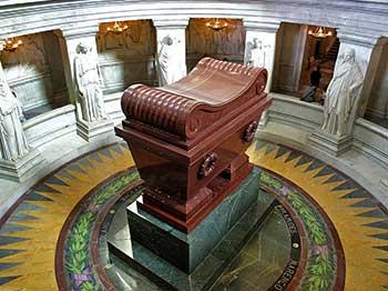 https://www.accionfamilia.org/images/Napoleon_tomb.jpg