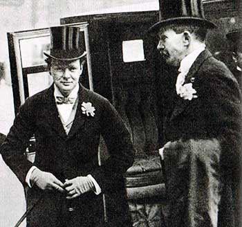 Winston Churchill a los 34 años. Es indiscutiblemente un joven bien presentado, inteligente, de futuro.