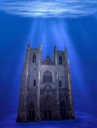 La catedral de nuestra inocencia se encuentra sumergida, pero entera