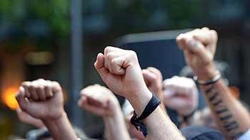 El orgulloso detesta todas las desigualdades y toda autoridad