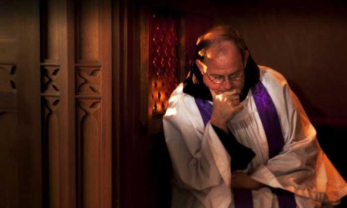 Se intenta eliminar el secreto de confesión dando un golpe mortal a ese sacramento
