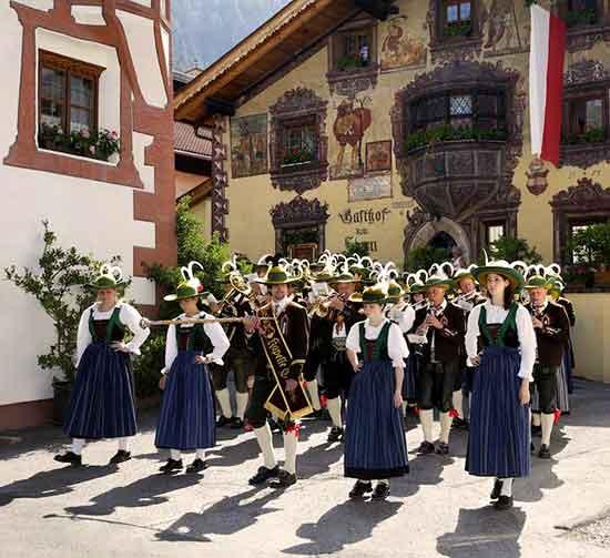 En el Tirol la tradición de la procesión del Sagrado Corazón de Jesús