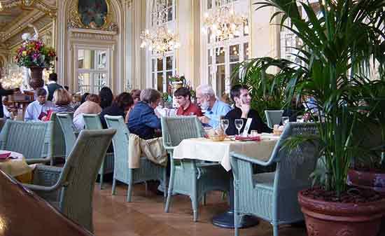 Un restaurant informal en París