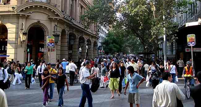 El anonimato de las grandes ciudades como Santiago de Chile