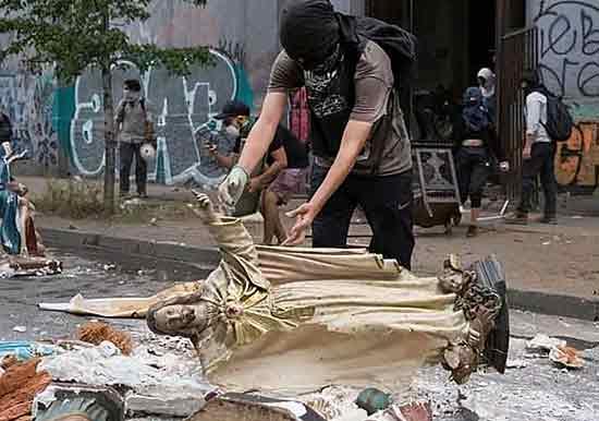 Profanaciones e incendios de iglesias en Chile