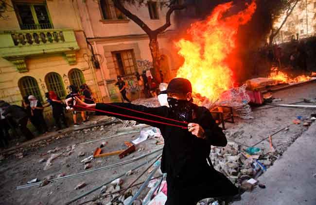 Los anarco-comunistas destruyendo Chile