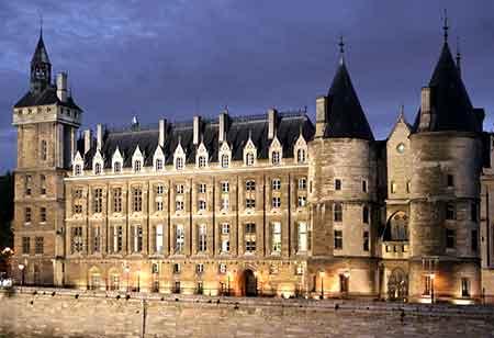 La Conciergerie es un palacio que pueden contemplar a diario los franceses