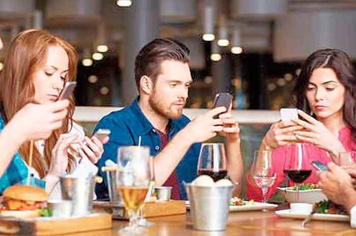 La invasión digital destruye las relaciones humanas