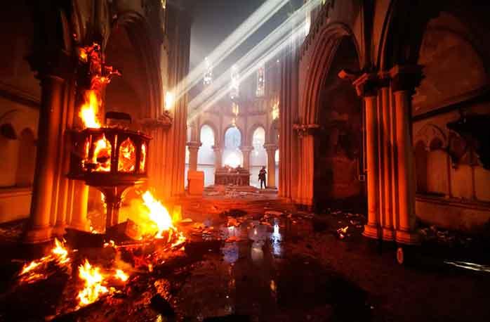 La quema de iglesias por odio a Dios